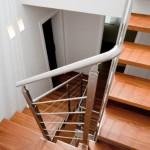 Vist dall'alto di scale in acciaio inox-elite strike inox wood con pedata in legno -alfascale