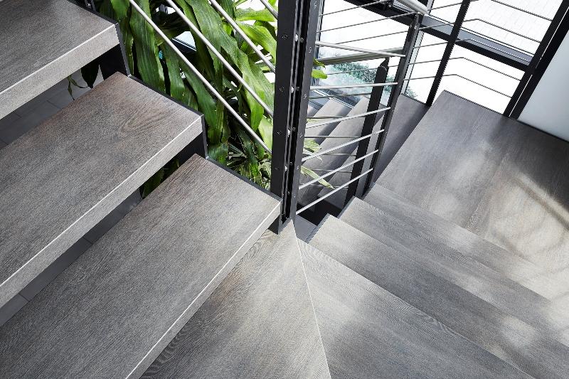 Scale in gres porcellanato laminamafascale for Gres porcellanato per scale interne