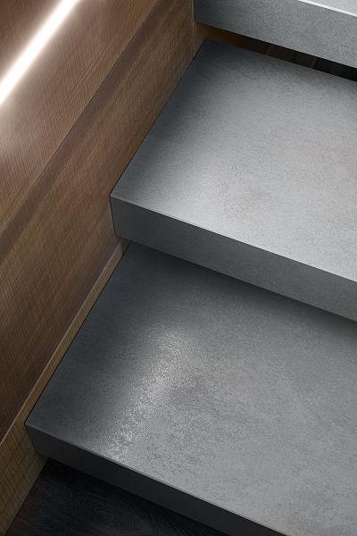 Scala interna a sbalzo realizzazioniafascale for Gres porcellanato per scale interne